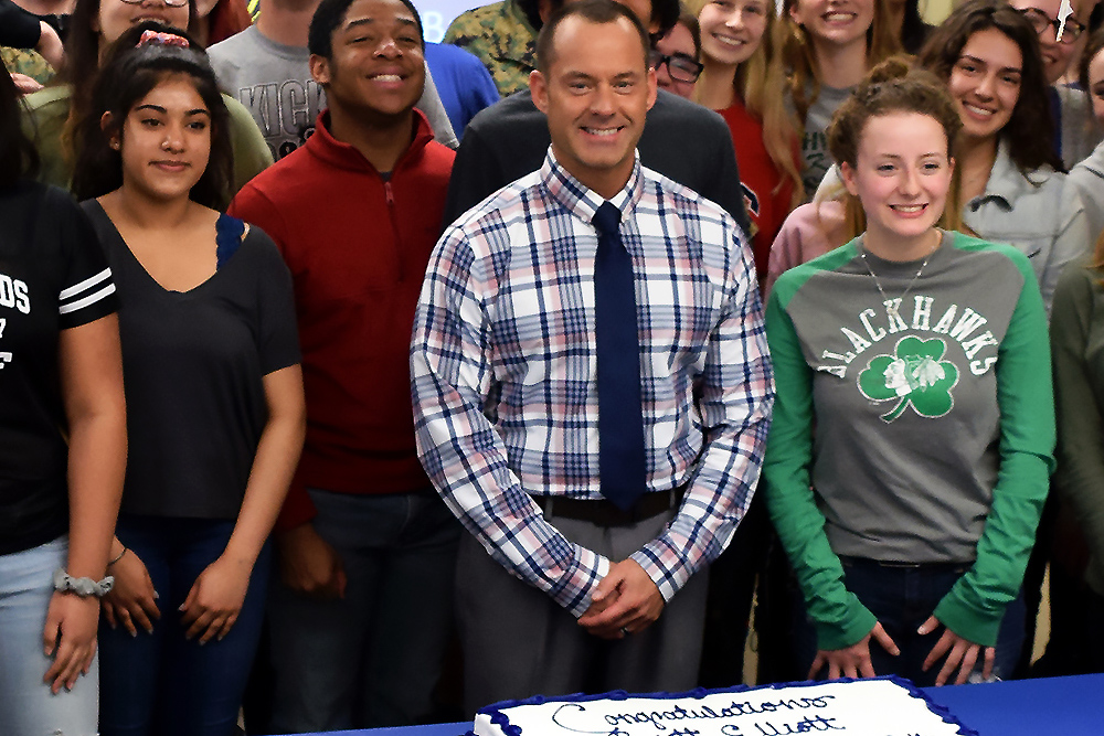 TOP ADMINISTRATOR: Principal Brett Elliott and students from the Richwoods High School broadcasting, newspaper and yearbook programs celebrate Mr. Elliott's selection as the IJEA's 2019 Administrator of the Year. (Photo by Dr. Dan Kerns)